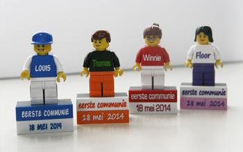 Lego poppetje op magneetblok